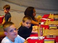 Štěpán má bílé na 38. šachovnici v 1. kole turnaje v Saint Lo a byl z toho bod.